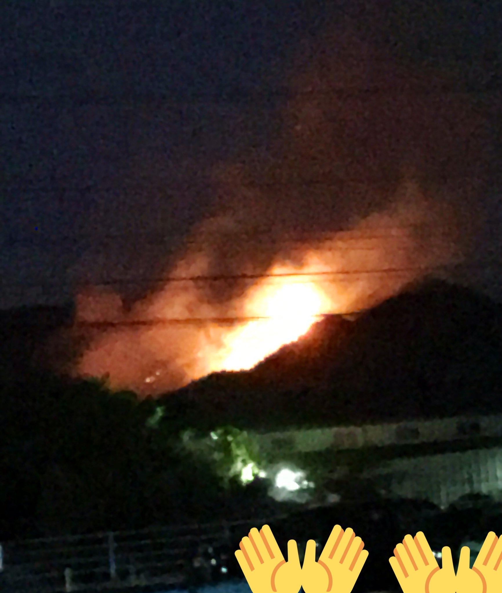 画像,こんな近い山火事は初。え、めっちゃ燃えてるやん。 https://t.co/7pvGs7vEf1。