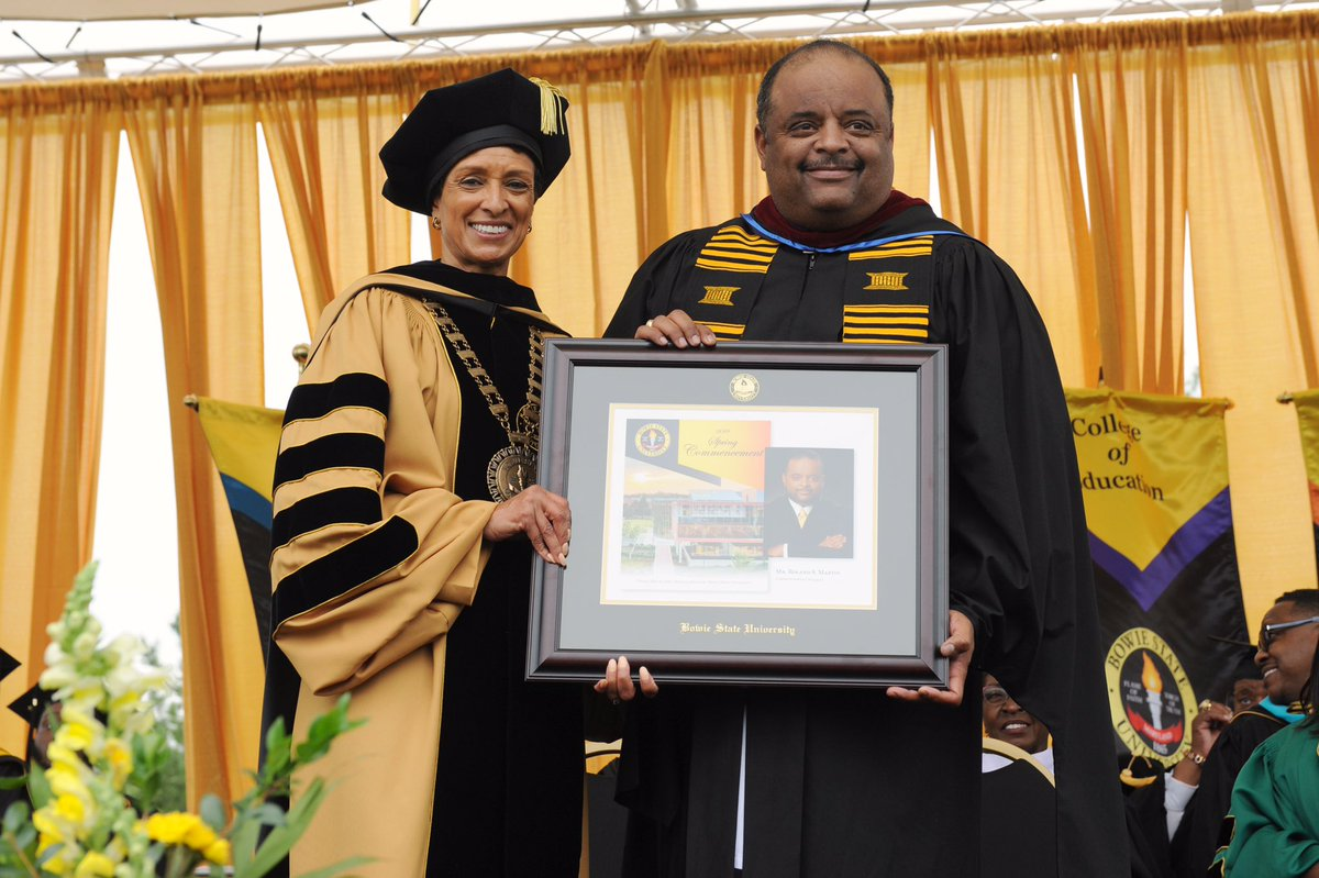 Thank you to #RolandMartinUnfiltered for a powerful and inspiring message to our BSU graduates at Commencement today. <br>http://pic.twitter.com/aa1iHgvJW4