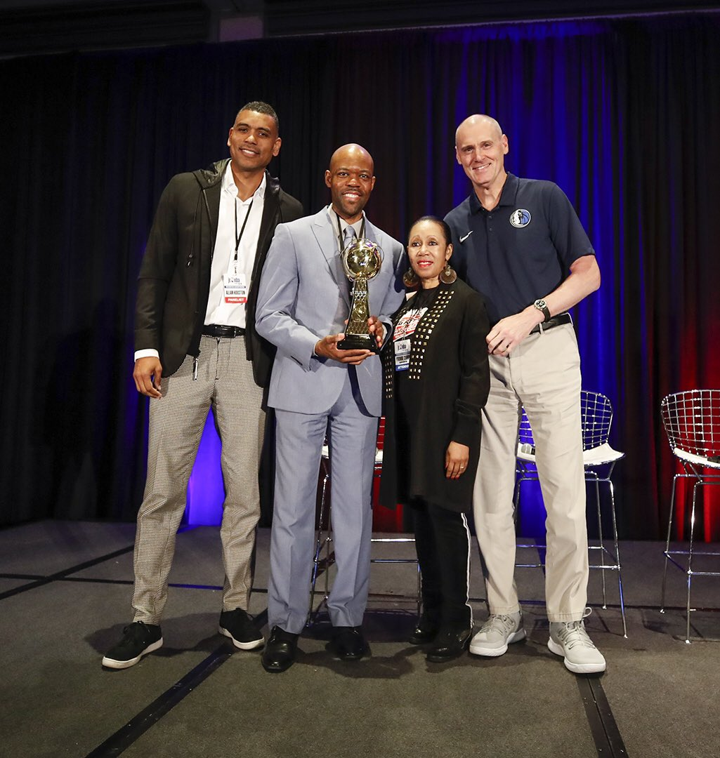 Rick Carlisle and Allan Houston present Jason Curry with the #JrNBACOY trophy. #JrNBAUAConference
