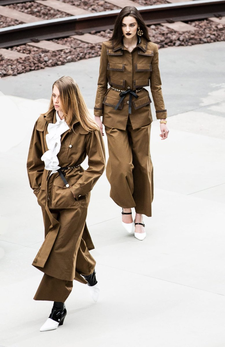 Trousers in gabardine or oiled cotton are inspired by workmen'suniforms and look exaggerated, mixing comfort and functionality  #CHANEL #VirginieViard #DestinationCHANEL | Visit http://espritdegabrielle.com L'héritage de Coco Chanel #espritdegabrielle © #CHANEL