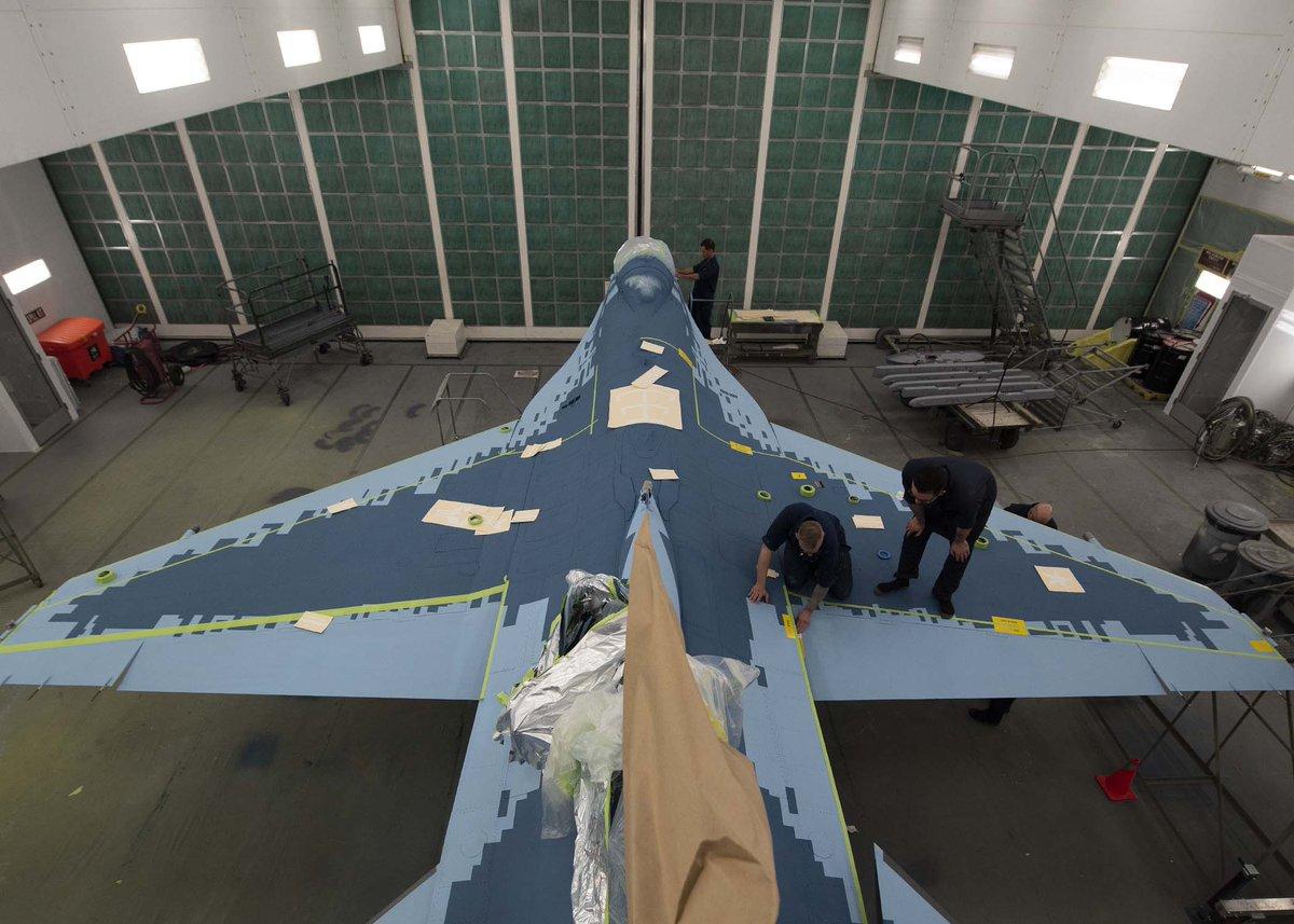 الكشف عن مقاتله F-16 بالتمويه الروسي  D6yX5N7V4AA2RhL
