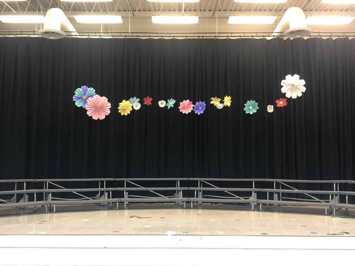 1st ever kdg program is over. Phew. Over in the Meadow was a success! #elmused #kto5music #lionpride #scarvesribbonsplateslights #paperflowers <br>http://pic.twitter.com/jD0xCivYAa