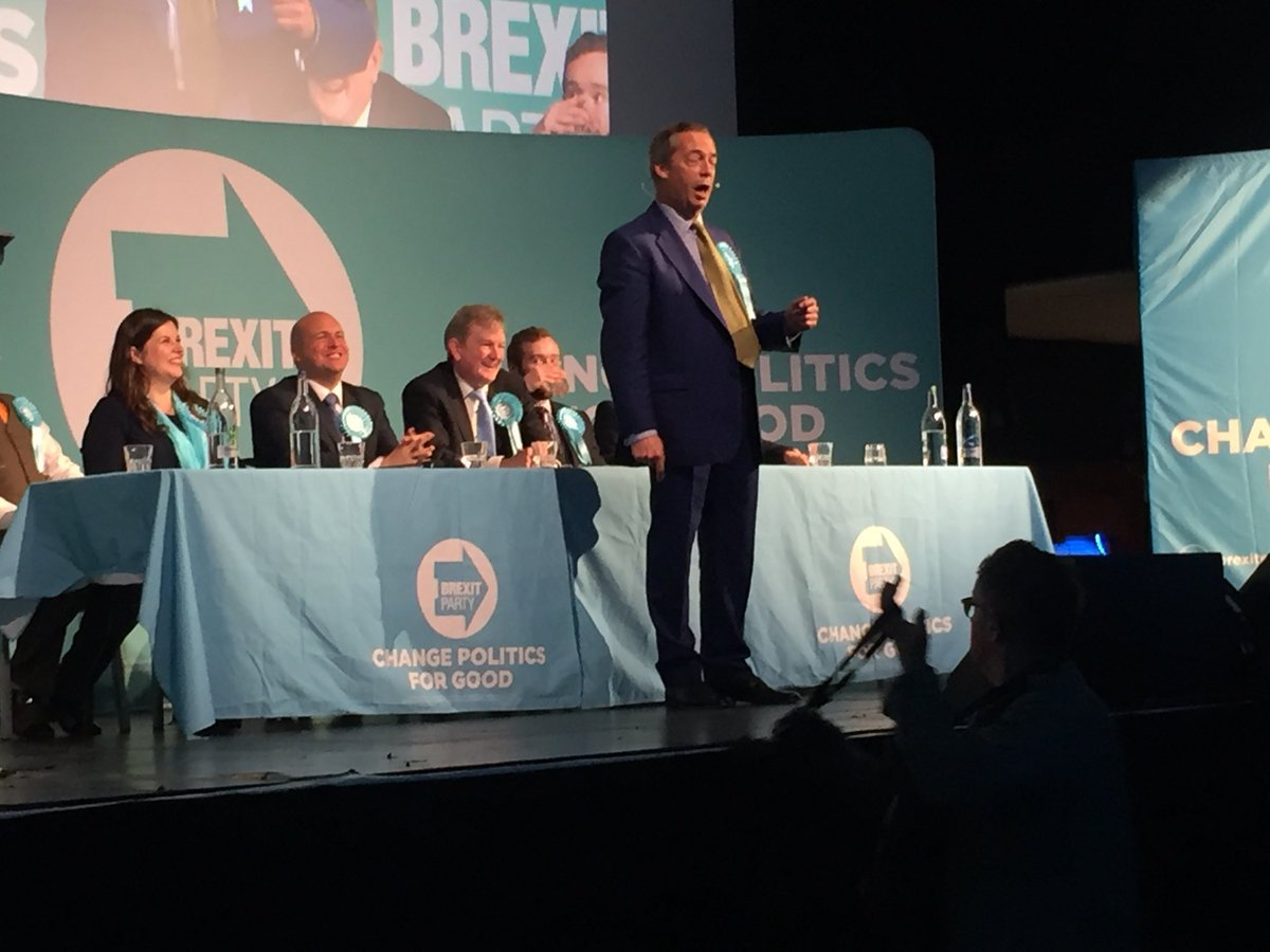 Nigel Farage speaking at v lively Brexit Party event in Edinburgh. The hundreds here gave him standing ovation as he came on stage. <br>http://pic.twitter.com/8UM5WYLpmk