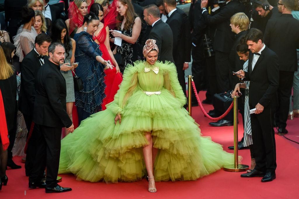 #DeepikaPadukone #DeepikaAtCannes #Cannes2019 no one carry like her ...cannes stealer ... #Cannes2019 #cannes18