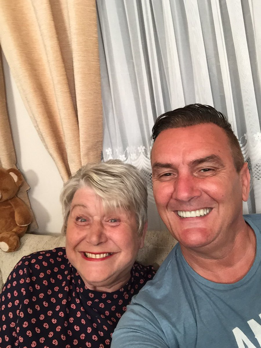 What's happening this evening it's Gogglebox Friday enjoy the show everyone only an hour to go drinks snacks at the ready we are @Gogglebox @C4Gogglebox<br>http://pic.twitter.com/mS2LZLX5Xn