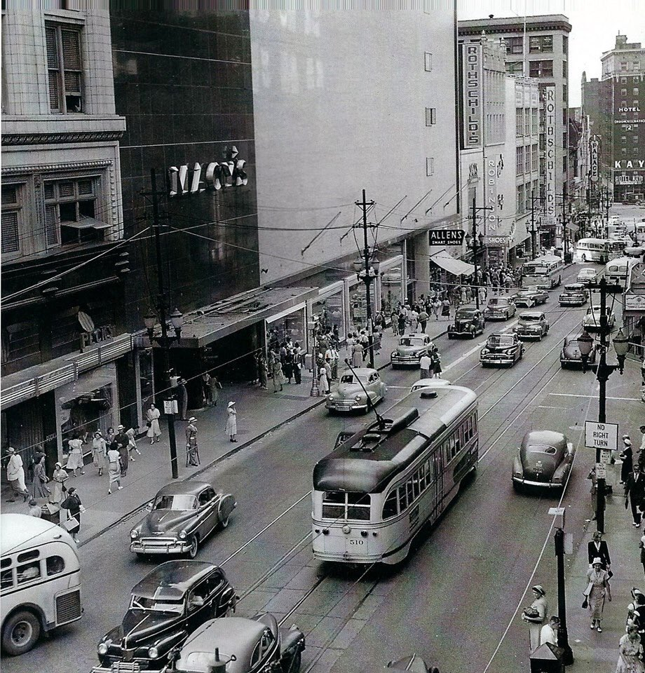 We love showing historic photos of #KCMO with all of you. This is Main Street in downtown KCMO in 1951. #FlashbackFriday <br>http://pic.twitter.com/MgoNaJFPeS
