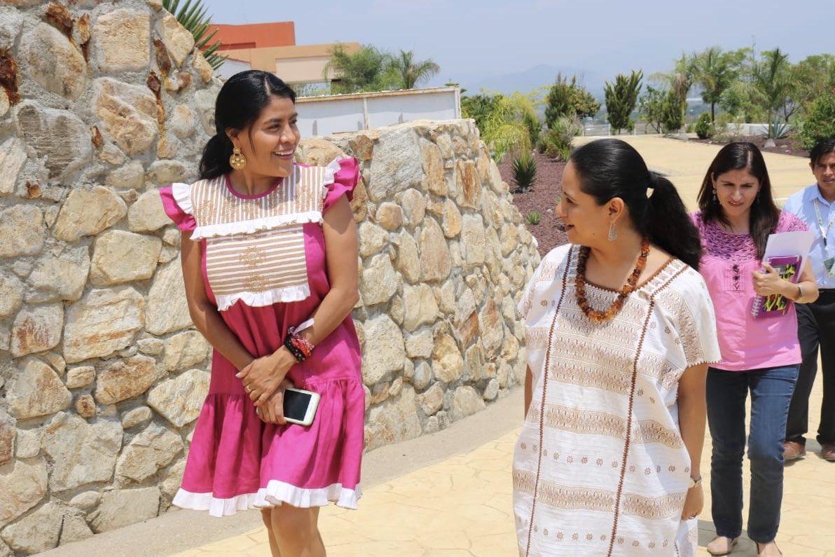 Tengo el gusto de visitar la @utvco, además de platicar con la rectora y alumnos, con quienes haremos equipo para generar acciones que contribuyan a impulsar el desarrollo profesional de la juventud indígena de #Oaxaca.