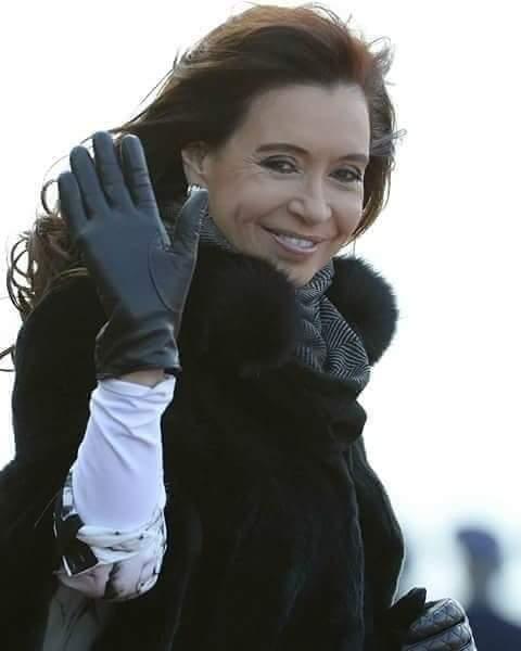Hermosha!!!  #PongamosUnaFotoDeCFK  @CFKArgentina  #FuerzaCristina  #EllaVuelve  #Elecciones2019SinFraude  #BuenViernes <br>http://pic.twitter.com/yTuQiVLp6E