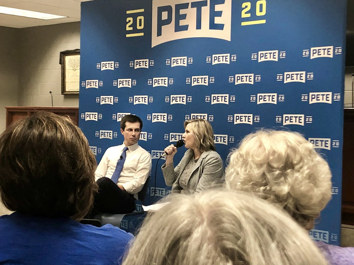 .@PeteButtigieg joins the Iowa 2020 book club in Des Moines for a discussion of his autobiography. The book club is up to 796 people (!) More about that here: https://www.google.com/amp/s/amp.desmoinesregister.com/amp/3310977002 …