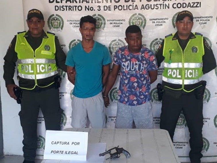En #Codazzi, Información brindada por la comunidad nos permite capturar a dos hombres, quienes portaban un arma de fuego #ConstruyendoSeguridad