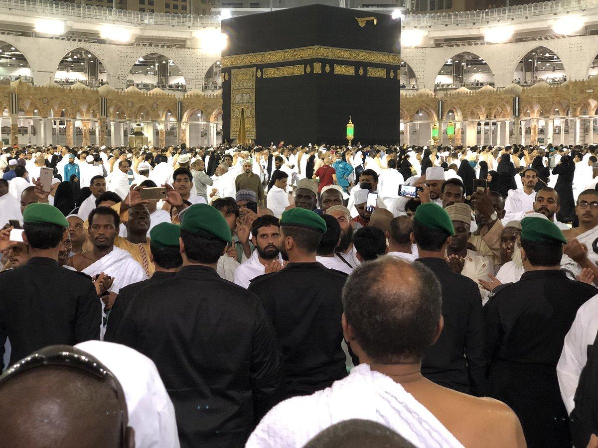 D6zeK8mXsAMX9pX - (Photos) Buhari performs Umrah at the Masjid Haram (the Grand Mosque) in Makkah