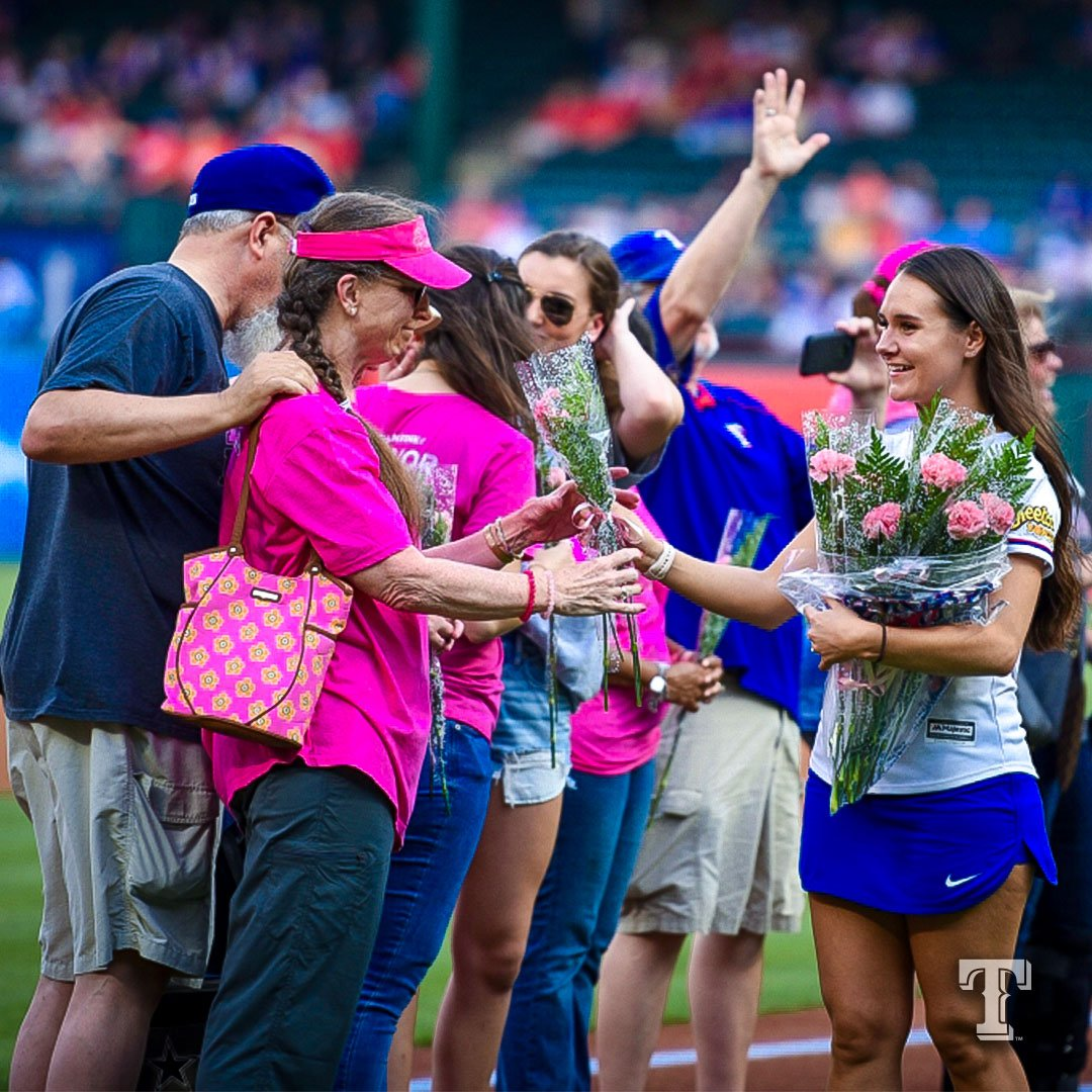 Rangers honor mom-daughter cancer survivors