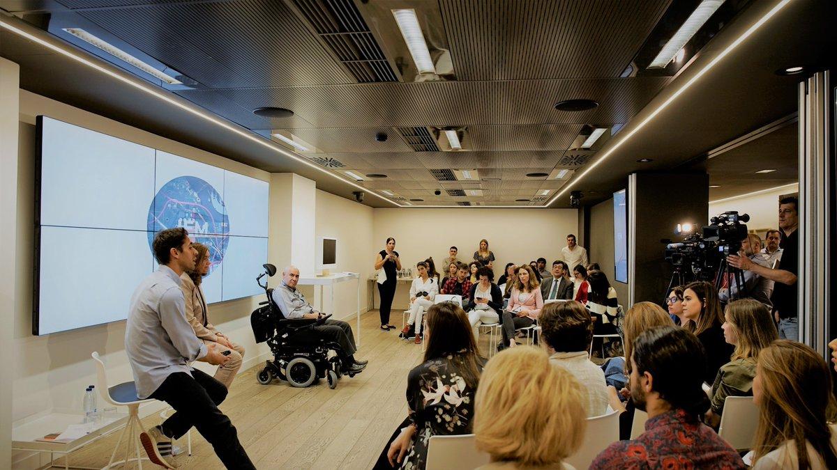 """Hoy es el #DíaMundialEsclerosisMúltiple y compartimos """"IEM: el primer ordenador con esclerosis múltiple"""", un proyecto de nuestros voluntarios con el que visibilizan los efectos de esta enfermedad #MiEMinvisible #DiaMundialEM"""