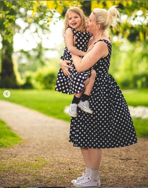 79ce4d010 And grab the #MiniLindy Audrey' Children's Navy Polka Dress here >>  https://www.lindybop.co.uk/mini-audrey-children-s-navy-polka-dot-swing-dress.html  … ...
