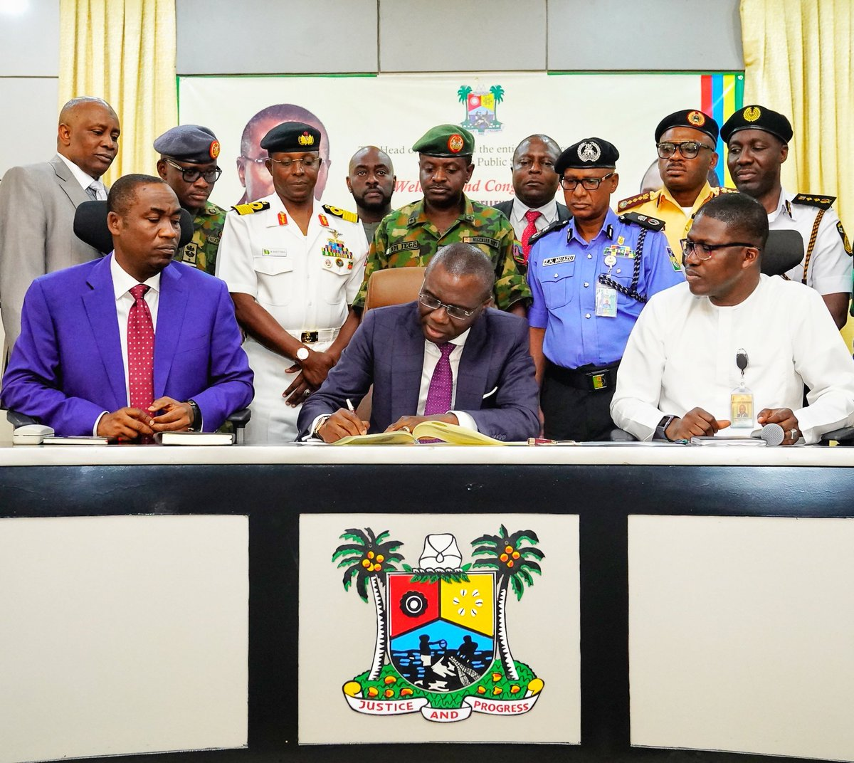 D70d7KDXkAA1pSG - Photos: Lagos State Governor, Babajide Sanwo-olu, Shares Details Of The Two Things He Did On His First Day At Work