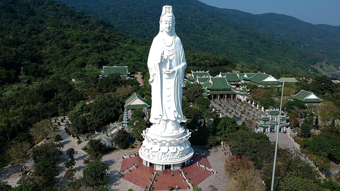 Vietnam's tallest Buddha statue @ #LinhUngPagoda in #DaNangCity in Central Vietnam. The 67m tall Guanyin Statue on Son Tra Peninsula in the central city of Da Nang is among the best travel photos of the year in a CNN listing. #DaNang #Travel #TopDestinations #BaNaHillspic.twitter.com/nZSg9gfSoY