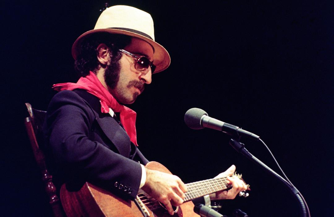 @RollingStone Follow Leon Redbone, the singer who built a career out of performing ragtime, vaudeville and American standards with a sly wink and an unmistakable, nasally voice, has died at age 69 rol.st/2XbrLbg