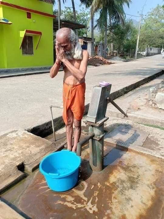 This man from Odisha, Pratap Chandra Sarangi, became a minister in the new @narendramodi govt today. Shown here possibly in the midst of a bath from the local hand pump. This is an image which tells many a profound story, if we want to listen.