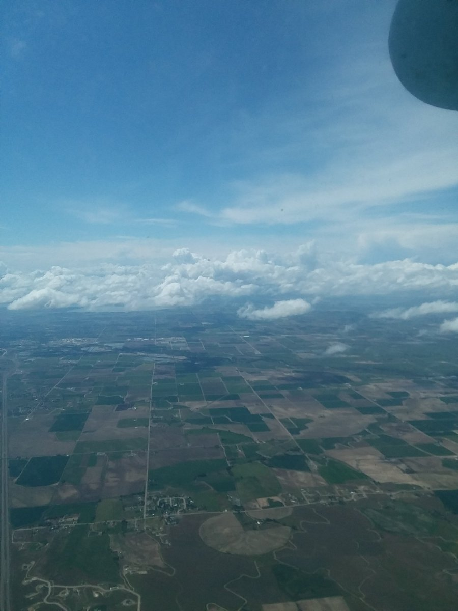 A pilots view is nothing short of spectacular!  #Silverbullet #feelthefreedom #dzoneskydiving #pilotjon #tandem #funjumpers #blueskies #greengrasslanding #clouds #lifeisincredible pic.twitter.com/4IXiSEc1FD