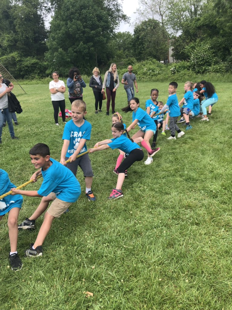 Teamwork makes the dream work!💪🏼 Game faces on for Tug of War! #FieldDay #TealTitans