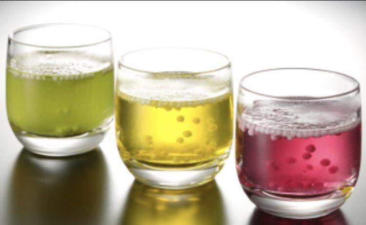 タピオカブームのどさくさに紛れて、タピオカとは違うけど仙台の「九重」を勝手に布教するぞ。<br>お湯か水に入れて楽しむ、飲む和菓子。<br>糖衣が溶けて綺麗な色が出て中のあられが残るやつ<br>多分案外知られてない仙台のお土産だけどこれは良いものだ...