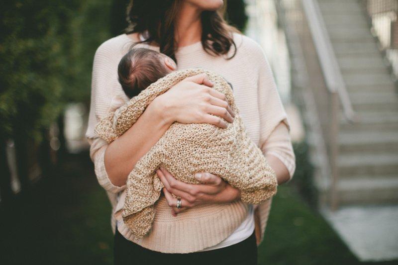 Праздником, картинки мам с детьми на руках без лица