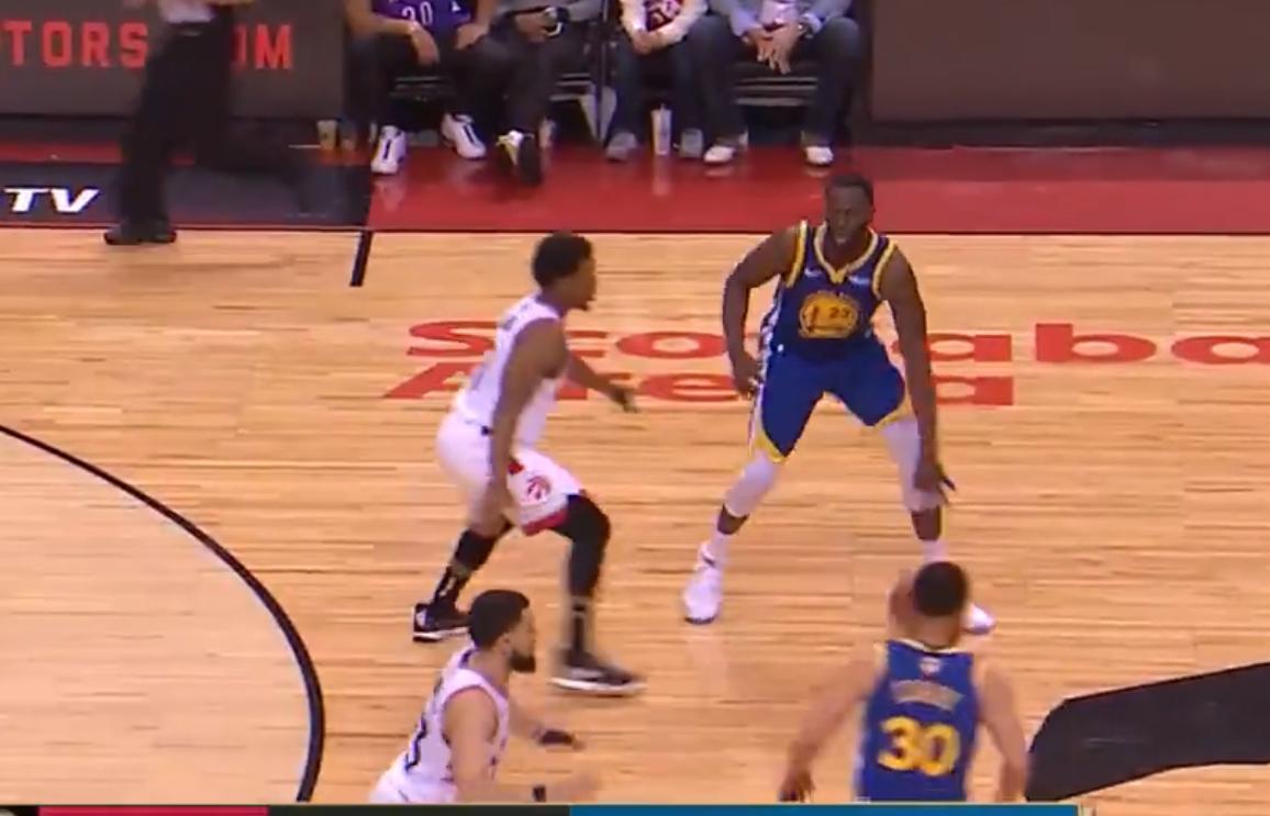 【影片】精準傳球!追夢綠一個轉身過掉Lowry後,立馬給隊友送上秒傳!-籃球圈