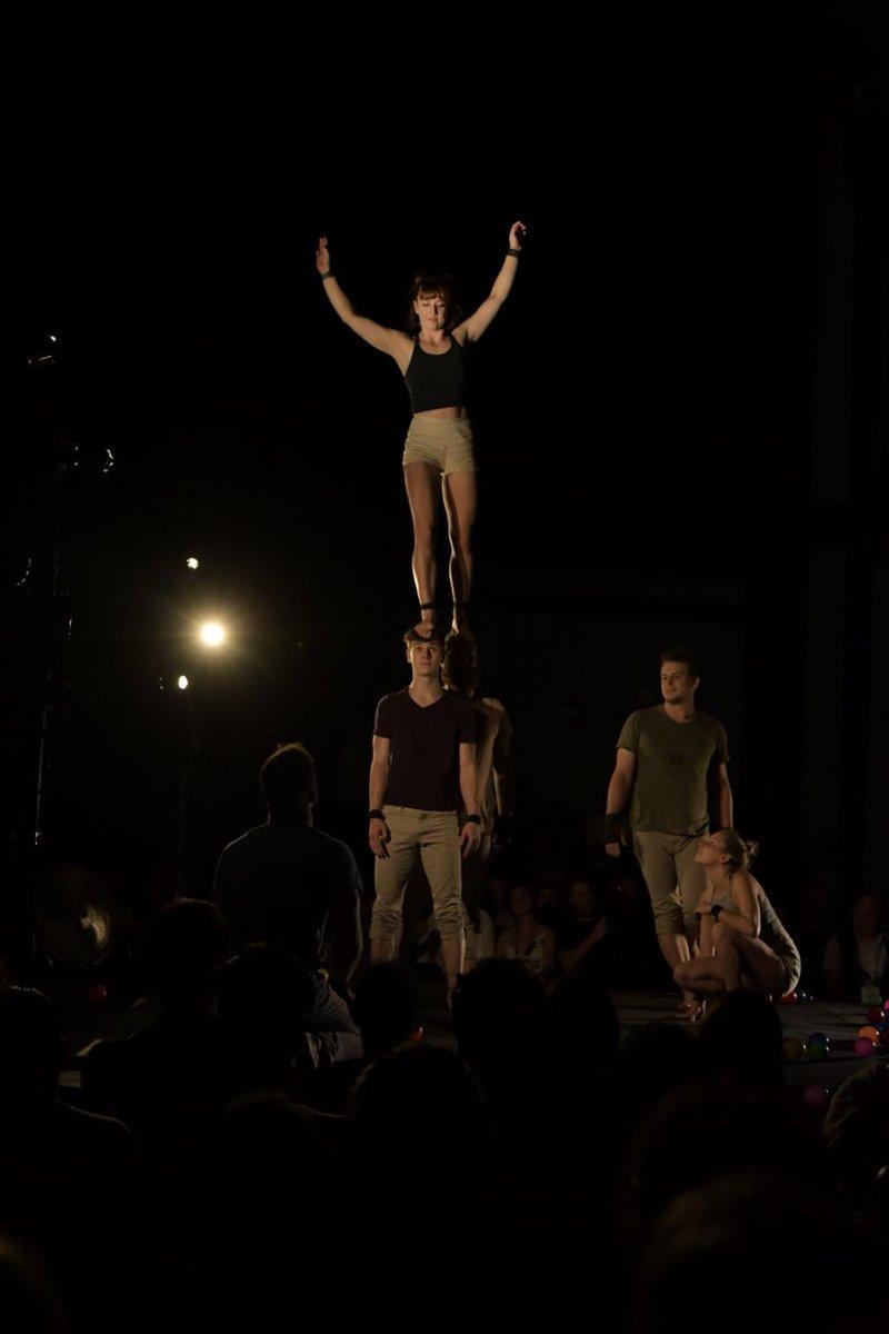 La compañía australiana @GOM_Circus ofreció una increíble muestra de acrobacia imponente; asiste mañana a su última función.  ¡Imperdible!