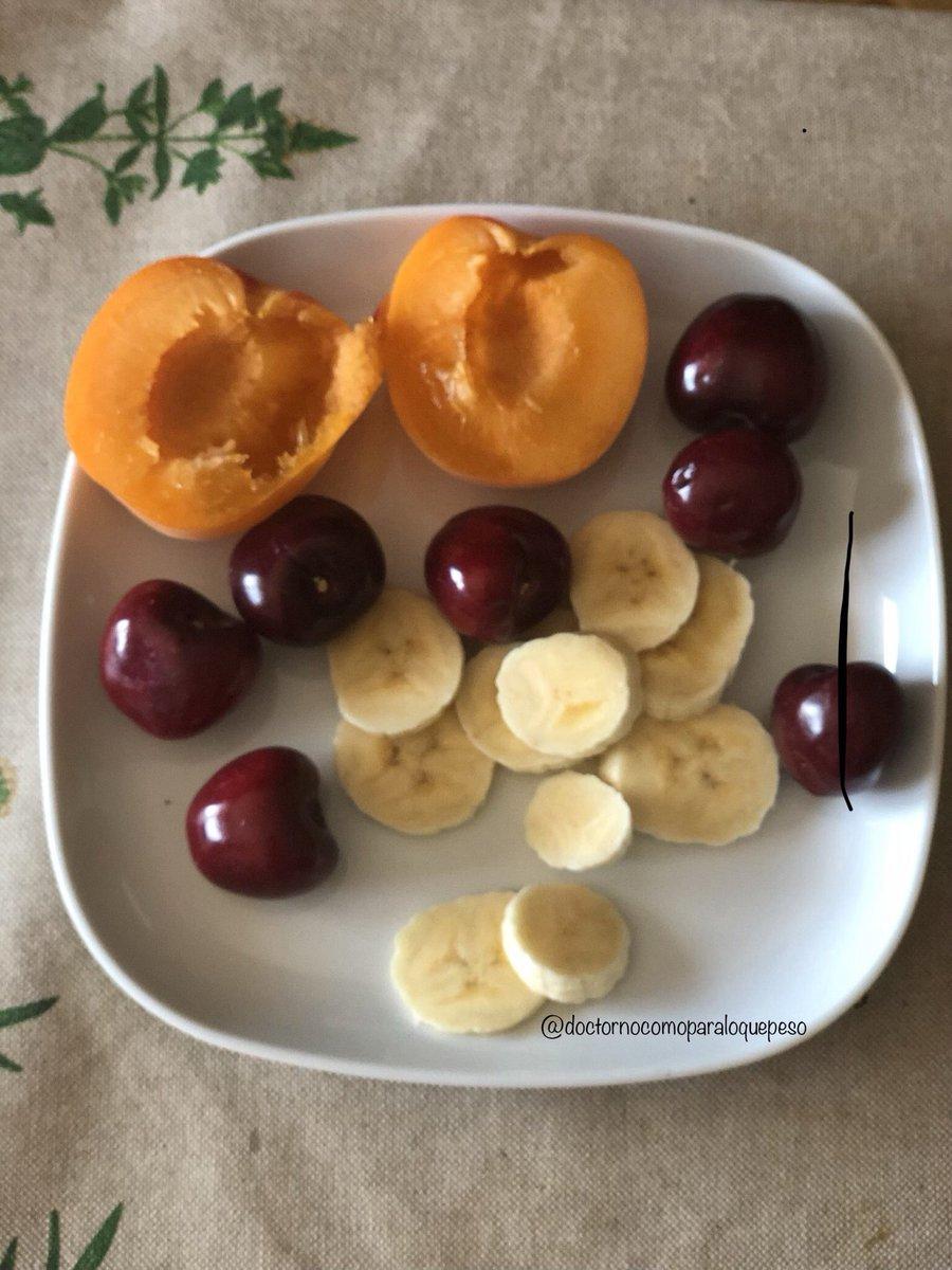 Se acerca la m mañana, momento ideal para llenarte de vitaminas con la fruta de temporada, recién llegados los albaricoques y las cerezas, están deliciosos!!❤️✨#ricoysano #delicious #nutricion #vitamins #frutafresca #frutadetemporada #comomevoyaponer #mediamañana #snacksaludable
