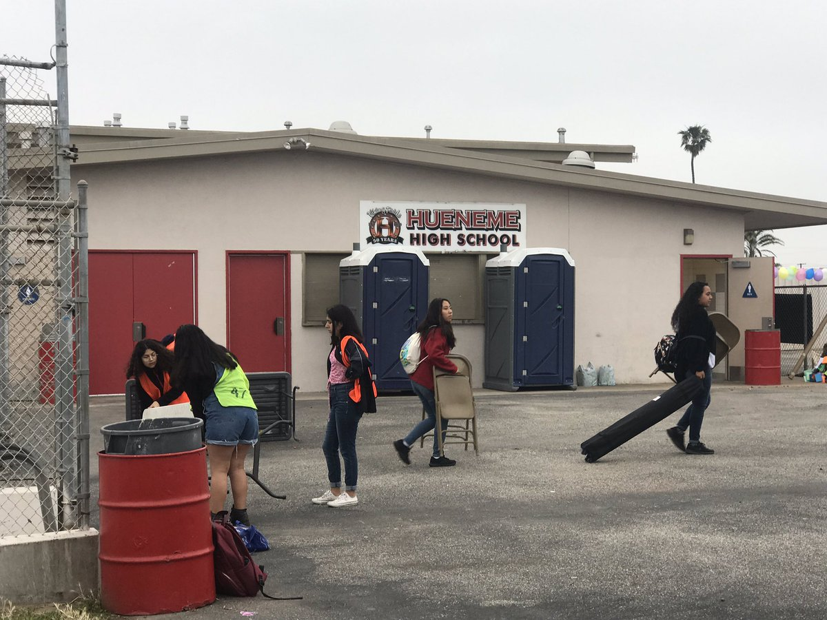 Our Hueneme students arrived bright and early to get ready for their literary and cultural fair! @HHSmaestra @hhs_viking @vcalderon1213 @proudouhsdsupt  @MsMarianneRamos #WeAreOUHSD https://t.co/WMkydBV4OC