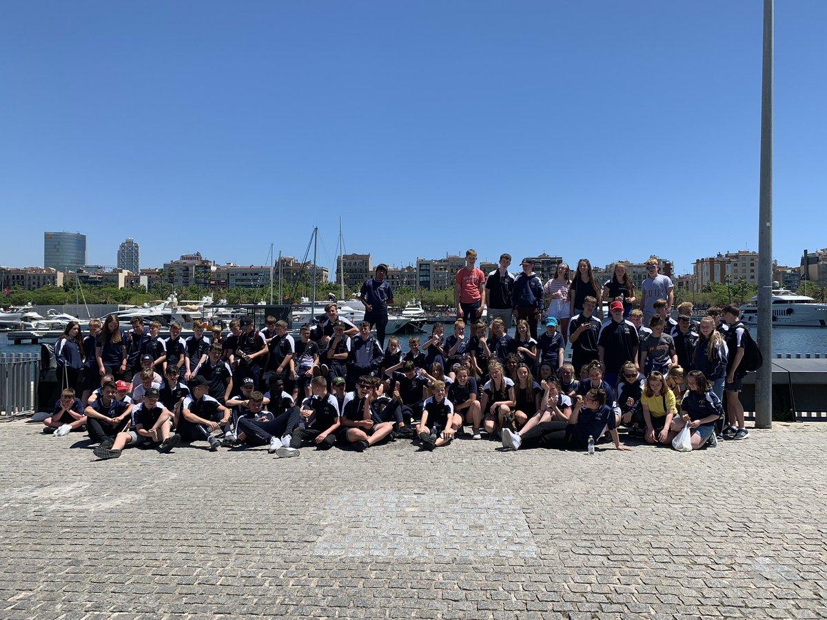 Exploring the city 🇪🇸 #sportstour #schoolontour #barcelona https://t.co/KonZOHpAD8