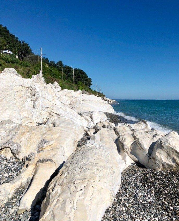 пляж белые скалы абхазия фото пусть говорят уже