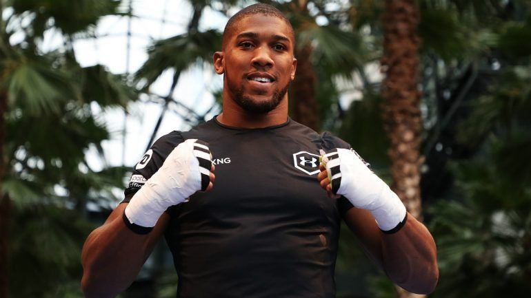 Wishing a fantastic trip to the very kind winners of the @anthonyfjoshua prize in this year's #UltimateCharityAuction 🥊 Enjoy your trip to NYC and Madison Square Gardens😀 #charity #auction #prize #fundraising #charityauction @geewizzcharity @geewizzgee1 @leaguemanagersa