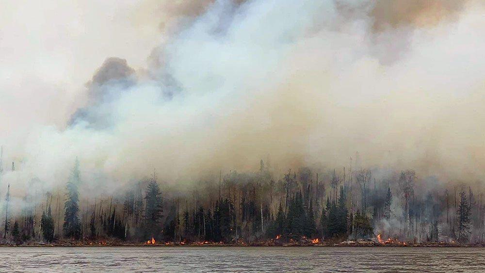 More people expected to flee Pikangikum ahead of fire reports @WillowBlasizzo aptnnews.ca/?p=111950