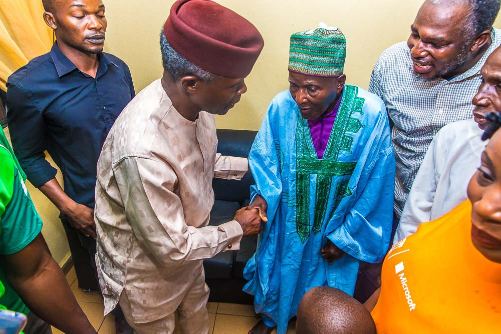 """D79auS0X4AICMou - Vice President Yemi Osinbajo Spotted With The """"Baba"""" That Predicted A Win For Buhari"""