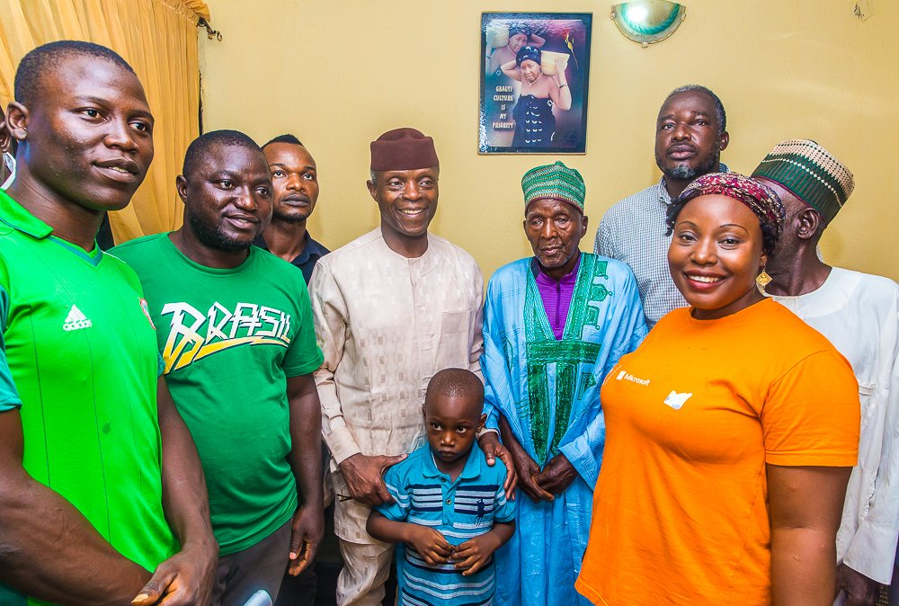"""D79avmHXoAEiuBJ - Vice President Yemi Osinbajo Spotted With The """"Baba"""" That Predicted A Win For Buhari"""