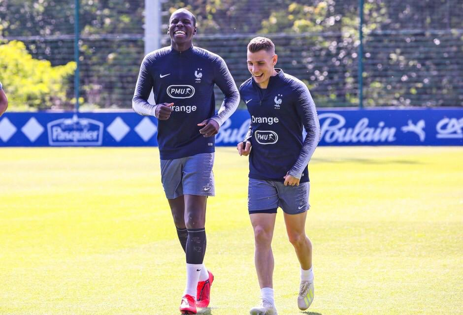 Replying to @LucasDigne: Always with the smile 😆🇫🇷 @KurtZouma #enjoy #smile #Edf #FiersdetreBleus