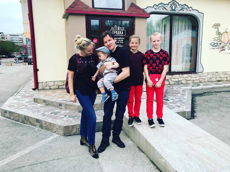 вячеслав мясников с женой и детьми фото молодых