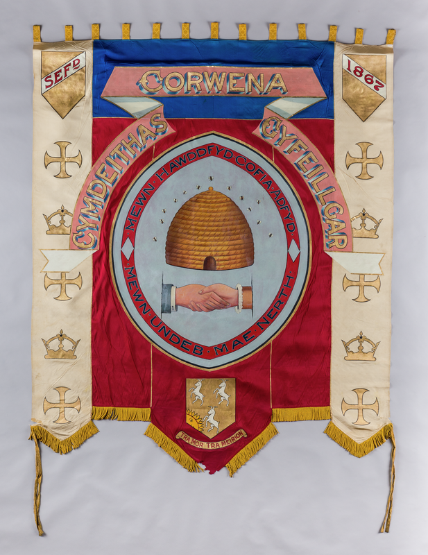 Baner Cymdeithas Gyfeillgar Corwen / Friendly Society banner from Corwen, 1867 The banner has an image of a bee hive and the inscription: MEWN UNDEB MAE NERTH #WorldBeeDay