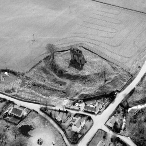 @Stravaig_Aboot @HistEnvScot @CastleStudies @Castle_Studies @TheCastleGuy @TheCastleHunter @ScotsMagazine @Scotland_Mag @DGWGO @LoveArchaeology Aerial view of Torthorwald Castle taken in 1983 Motte-and-bailey castle probably erected by the de Tothorwald family in the C12th. It was one of the castles protecting the western marches of the de Brus lordship of Annandale. #ScotlandFromTheSky scran.ac.uk/database/resul…+