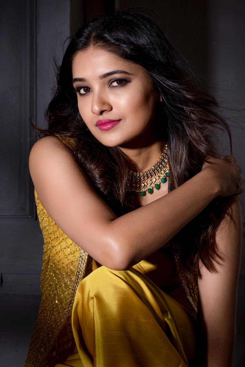 Actress Vani bhojan Latest HD Images, Movies,Age,News, Bio