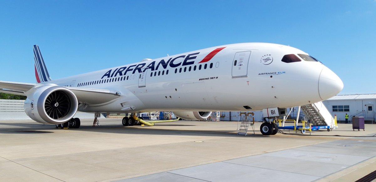 Ce week-end est arrivé notre 9e #Boeing787 !  La modernisation de la flotte #AirFrance continue : nouveaux sièges, hublots 30% plus grands et connexion #wifi : le meilleur d'#AirFrance à bord du #Dreamliner sera disponible vers 14 destinations cet été  ✈️ http://bit.ly/2LSchrl