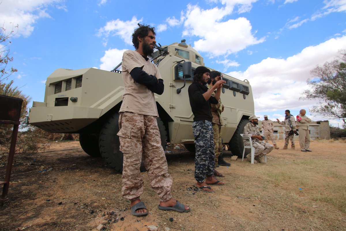 ظهور مدرعات الاردنية المارد 8x8 و المومباي 6x6 و الوحش 4x4 في ليبيا D7BDuEDXsAE1Oy6