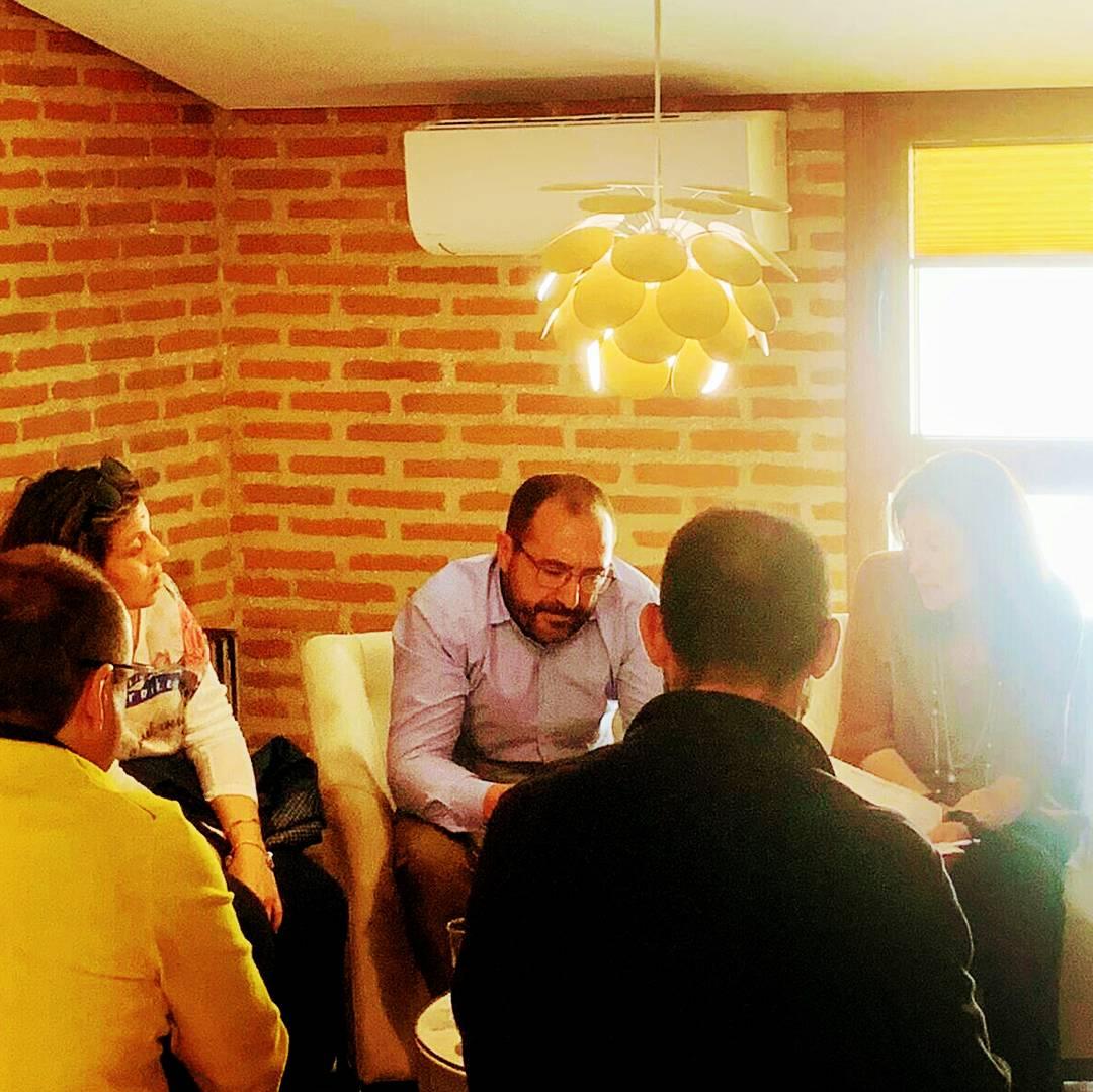 """👥 Mantenemos charla- café con vecinos de la """" Urbanización El Montico """", escuchamos sus necesidades y lo que esperan del nuevo equipo de gobierno en el """"Consistorio de Tordesillas """" @PPTordesillas @JesusCarro84  #AportamosSoluciones #26M #VocacióndeGobierno #SomosTordesillas"""