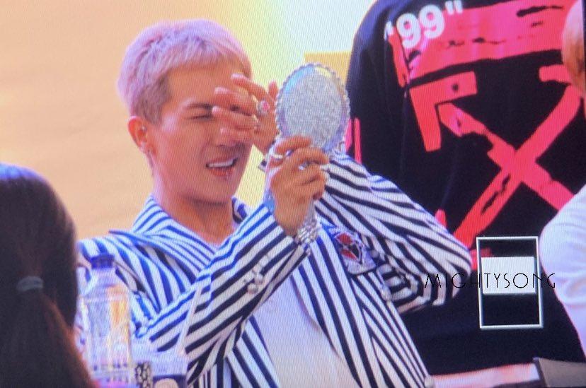 190519 IFC mall 펜싸 [PV]   i love how he acts ㅎㅎㅎㅎㅎㅎㅎ  #MINO #WINNER #송민호 #미노 #위너 https://t.co/F8RWuWHKSz