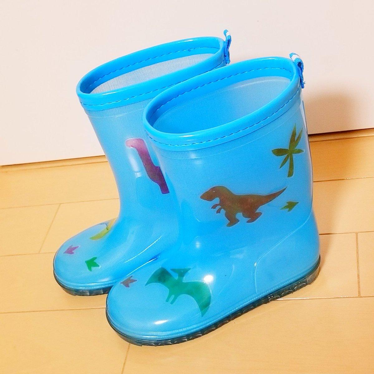test ツイッターメディア - 明日は大雨の中での登園になりそう😵🌀☔ と言うことで明日使う新しい長靴をちょっとデコってみました🎵  ダイソーで見つけた【クリアデコレーションシール】✨ 防水だからビニール傘やレインコートにも貼れます👍 かわいい~💕 #ダイソー #デコレーションシール #通園グッズ https://t.co/35xvUT9hkE