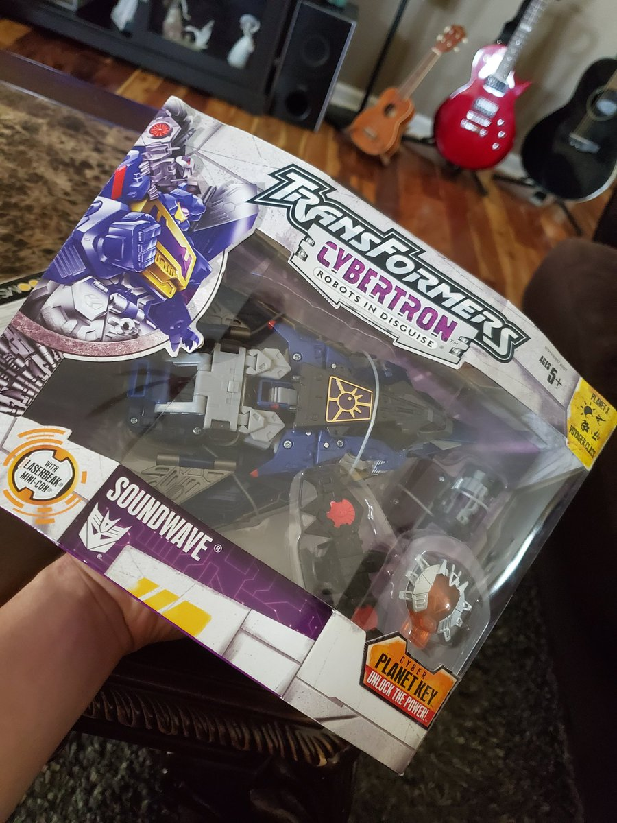 The stuff I find myself wanting for my collection astounds even me. Nevertheless I have some Cybertron goodness to open up on my day off :p #Transformers