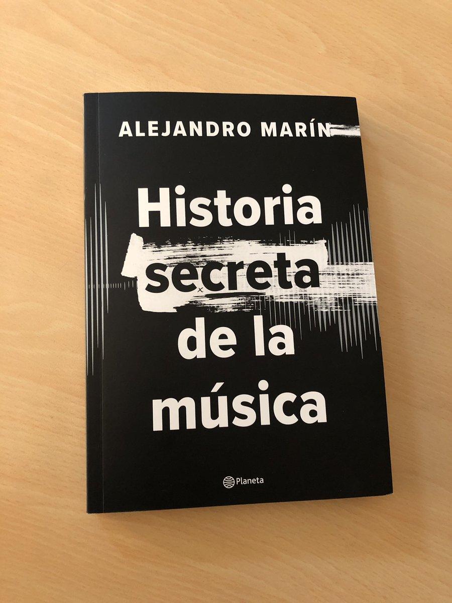 ¡El gran @themusicpimp ha publicado un gran libro, su lectura es emocionante, sorprendentes historias musicales y de la vida, recomendado! ¡Felicitaciones Alejo!