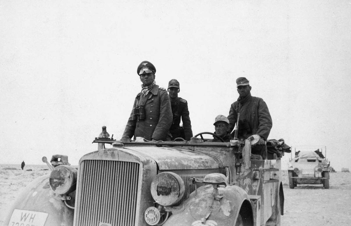 #German general Erwin Rommel with the 15th Panzer Division in #Libya, 1941. #History #WWIIpic.twitter.com/Fwn1yofNzw