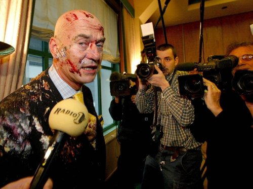 Dutch Politician Pim Fortuyn was attacked with cake by some idiot in 2002. Two months later he was shot dead. Stop this nonsense. #Milkshake